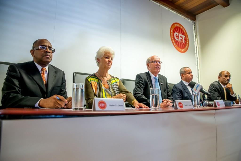 Het CFT bracht onlangs een bezoek aan Curaçao, onder meer om te praten over de financiële positie van staats-nv's. In het midden voorzitter Age Bakker, tweede van links Sybilla Dekker.